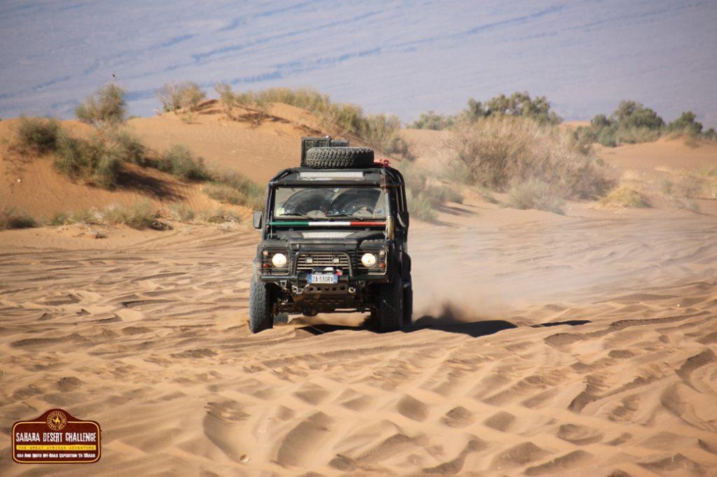 Río de arena en Erg Cheggaga, Marruecos